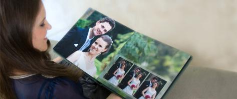 разглеждане на сватбена фотокнига